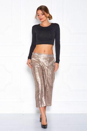Užasné 3/4 nohavice so zlatými flitrami po celej dĺžke rovného strihu, zadná časť zapínanie na zlatý zips, vhodné na príležitosť či na každodenné nosenie.