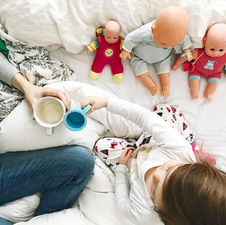 Chin-chin de café avant de se quitter pour la journée #mereetfille #nospetitscafés  #bienentourée #nospetitsmatins #slowtoute #etremaman #momlife #motherhood #fromwhereisit #coocooning #bienalamaison #baneaux #faitalamain #faitauquebec