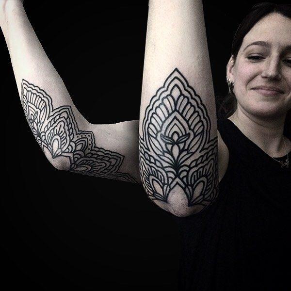 El codo de Caty 💥 muchas Gracias amiga! #tattoo #blacktattoo #ornamental #linetattoo #charlysaconi #tattooargentina #buenosaires #ornamental #blxckink