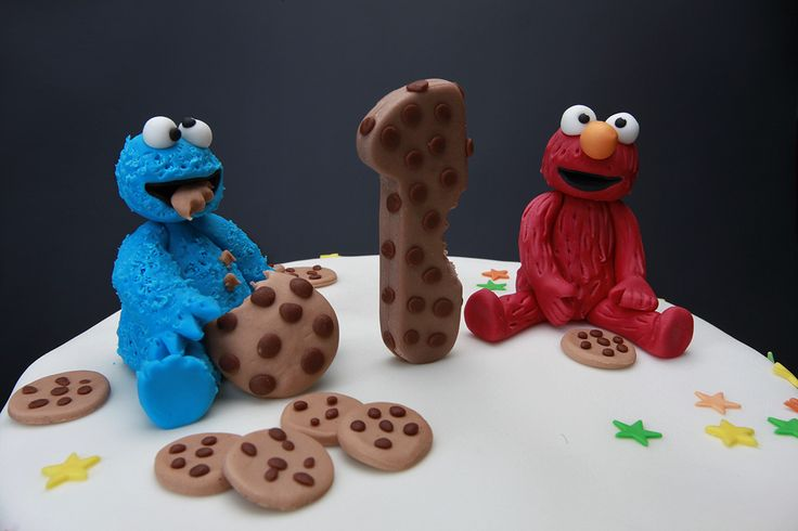 Elmo and Cookie Monster.  Sesame Street cake Elmo and Cookie Monster in fondant