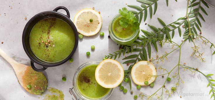 En kjemperask suppe med få ingredienser, men masse smak og knall grønn farge! Med sitron og spisskummen får man en liten ekstra spiss på smaken. Klar i løpet av 5 minutter. Prøv denne smakfulle vegetarretten eller en av våre mange andre vegan- og vegetaroppskrifter.