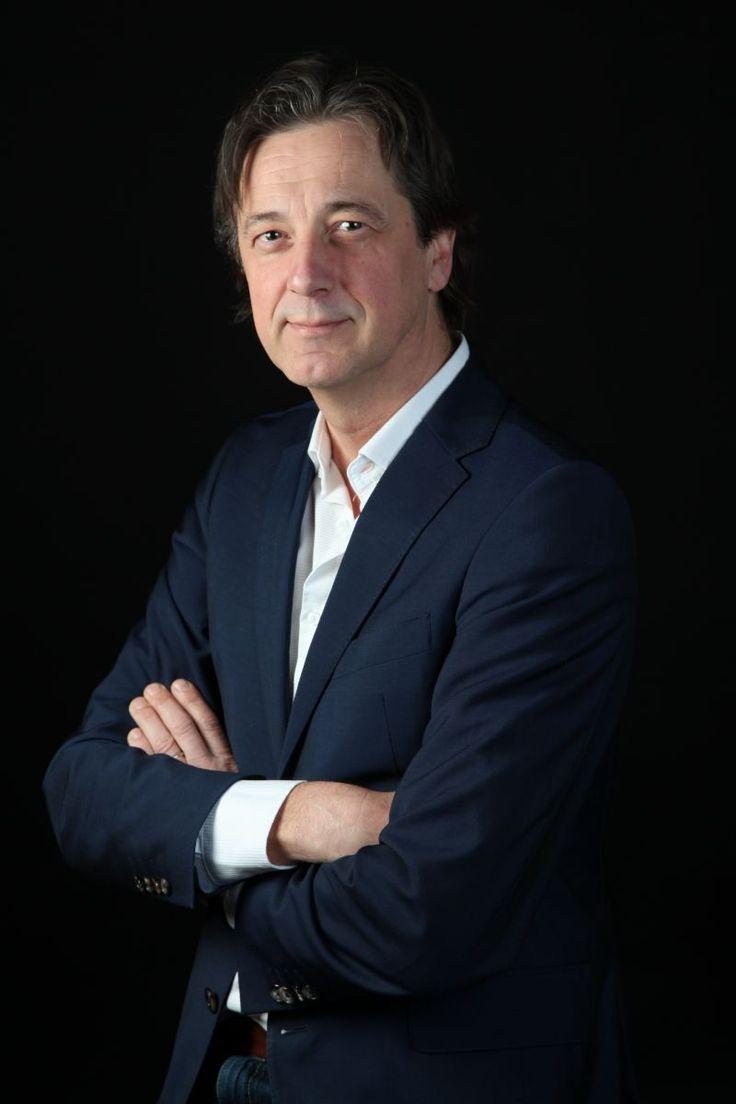 Rik Vera heeft een missie. De Vlaamse auteur en voormalige salesmanager, verkondigt een harde boodschap: 'Schaf sales af!'