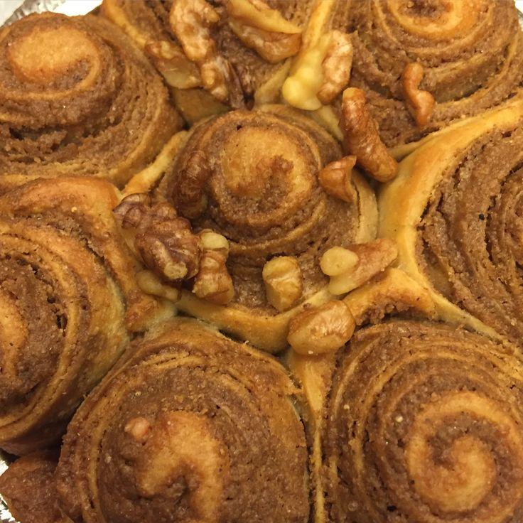 Ceviz ve haşhaşın mayalı hamurda birleştiği muhteşem haşhaşlı çörek tarifi yayınlandı.Süper lezzette cevizli rulolar için Masalkek'i ziyaret edin.