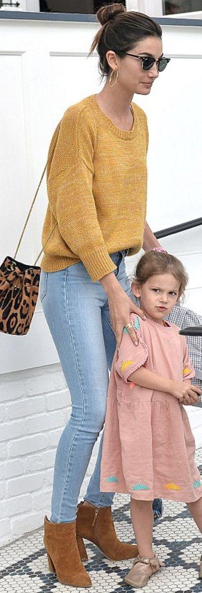Lily Alridge: Sunglasses – Ray Ban  Sweater – Isabel Marant  Purse – Jerome Dreyfuss  Shoes – Stuart Weitzman  Jeans – Frame