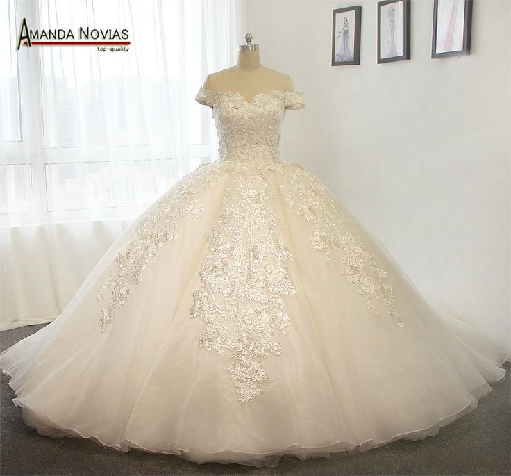 Off The Shoulder Luxury Puffy Wedding Dress With Long Train