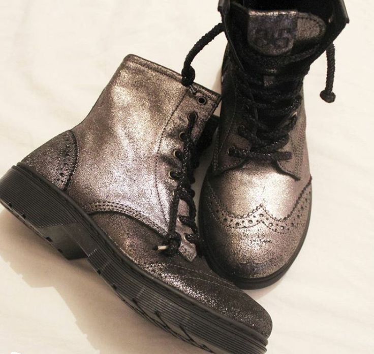 This morning, you will be in a good mood thanks to your #2star boots!  www.2star.it  #high #boot #boots #black #dark #gray #glitter #laminated #effect #anthracite #shoe #shoes #amazing #beautiful #fashion #style #fall #winter #collection #woman #girl #instacool #instamoment