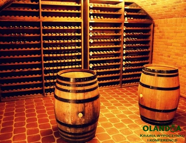 wine barrels / wine cellar / regały z winem / www.olandia.pl