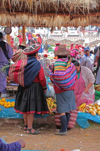 traditional market of Chinchero, Sacred Valley, Cusco. Perú.  Photo: daniel.virella via Flickr