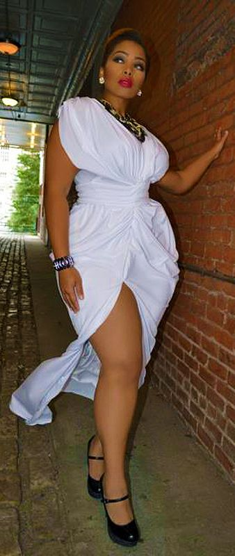 Elegant big beautiful real women with curves fashion for Big beautiful women picture