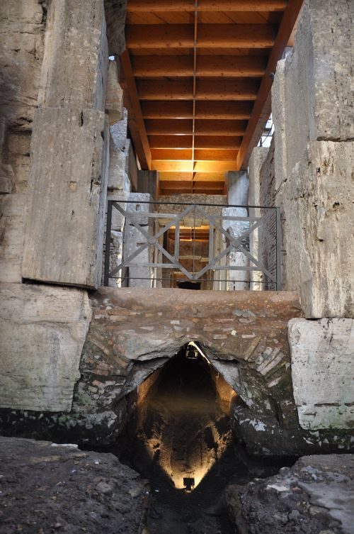 Part of the hypogeum, directly beneath the arena floor of the Colosseum - with ancient sewer system #Colosseum #rome
