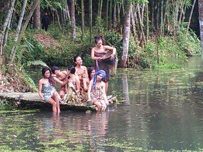 Managament/Research/Traveling: Foto Model Berpose Mempesona di Wisata Alam Danau ...