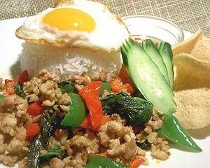 【レシピ】タイ料理:鶏肉のバジル炒めご飯 - [世界のおうちご飯] - All About
