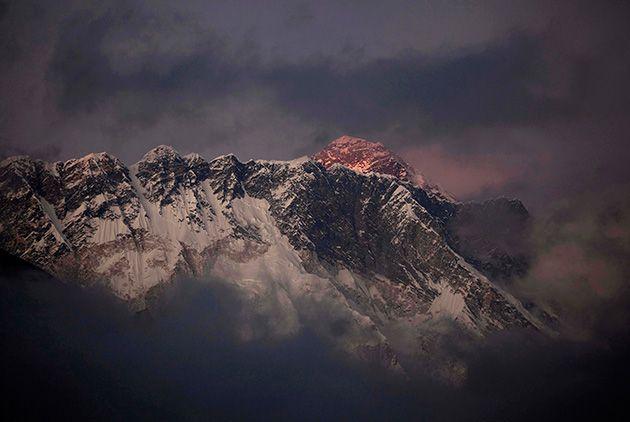 Desperdicios De Alpinistas Generan Problemas De Contaminación En El Everest