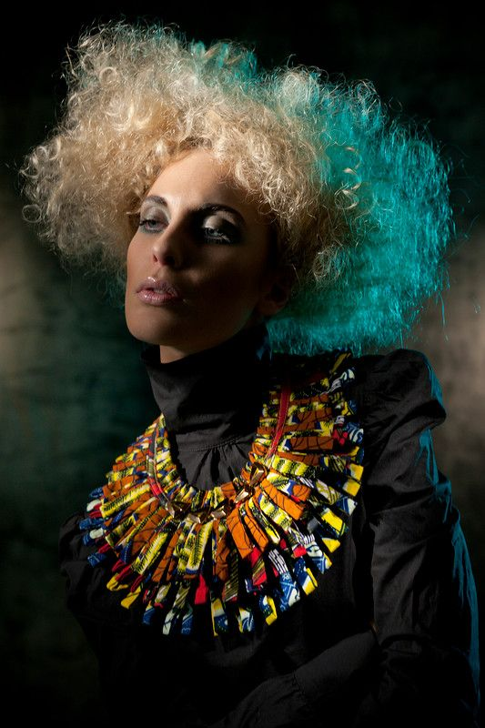 www.cewax.fr aime ce collier plastron multi rang style ethnique tendance tribale tissu africain wax Nadia Dafri COLLECTION 2012 BIS
