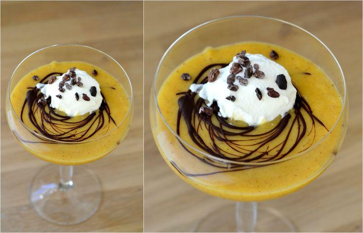 """Nem & sund dessert: Mango/banan/passionsfrugt-""""sorbet"""" med chokoladegitter"""