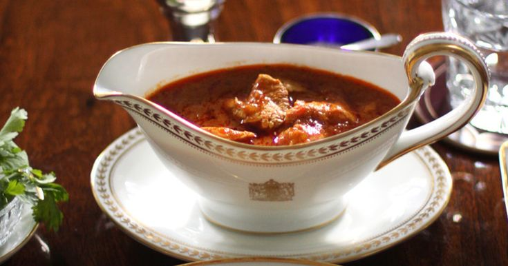 英国で人気のあるインド料理の代表格。まろやかな辛みがやみつきになる、トマトベースのカレーです。(英国大使館シェフ)