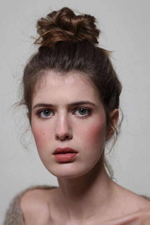 Photoshoot studio. Agence Apparence. Credit Photo Lili Renée. Makeup Artist Audrey Coppens.  #organicmakeupartist #cheeks #nudeskin #bio #maquillagestudio #pinklips #freshmakeup