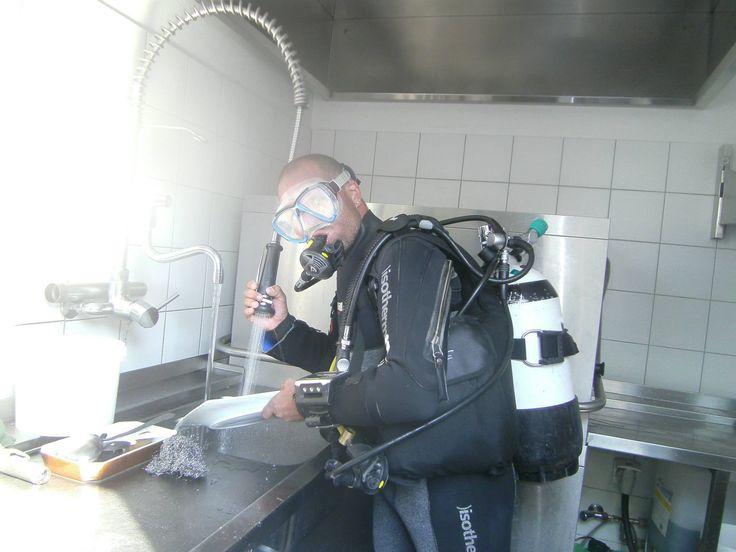 Vous chercher un plongeur dans vos cuisines, alors contacter moi