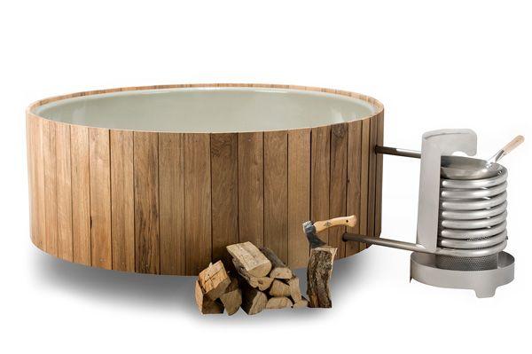 Wat een luxe, buiten badderen in je hot tub van www.weltevree.nl met plek voor vier personen. Puur natuur ook, want de Dutchtub van verduurzaamd hout en roestvrijstaal wordt op hout gestookt en maakt alleen gebruik van natuurlijke circulatie. 650 liter 170x234x72 cm (lxbxh) € 5495,-