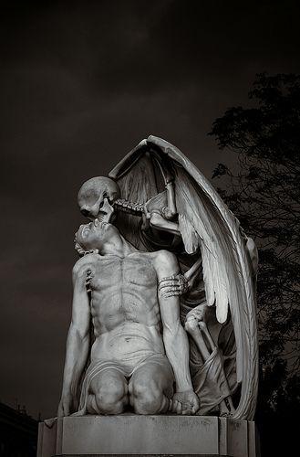 El Beso de la muerte, or The Kiss of Death, Gothic, Jaume Barba, Pueblonuevo (Poblenou) in Barcelona