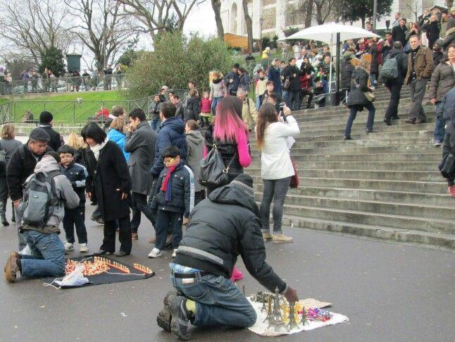 paris sacre coeur tourists, street sellers3