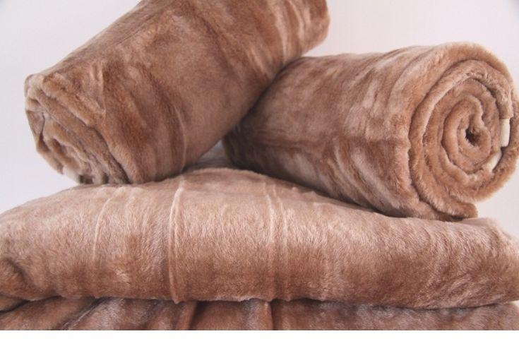Narzuty na sofę i fotel w kolorze cappucino