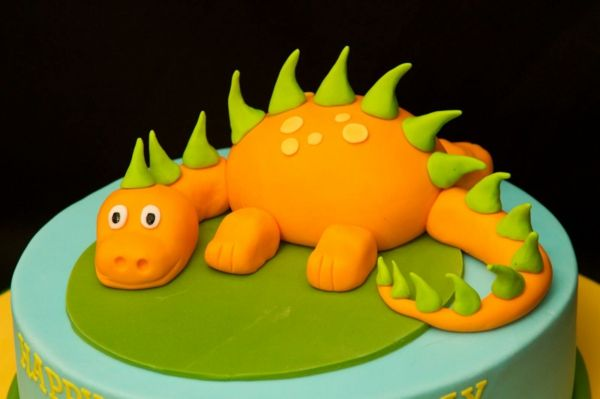geburtstagstorte kindergeburtstag dinosaurier
