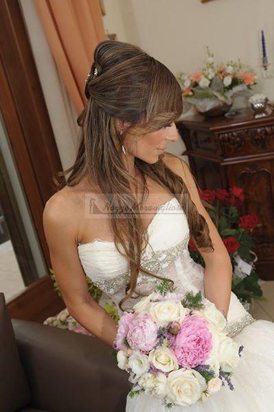 Capelli sciolti il giorno del matrimonio, un'idea perfetta per tutte coloro che si sposano in spiaggia ma anche per tutte quelle spose alla ricerca di un look più naturale!