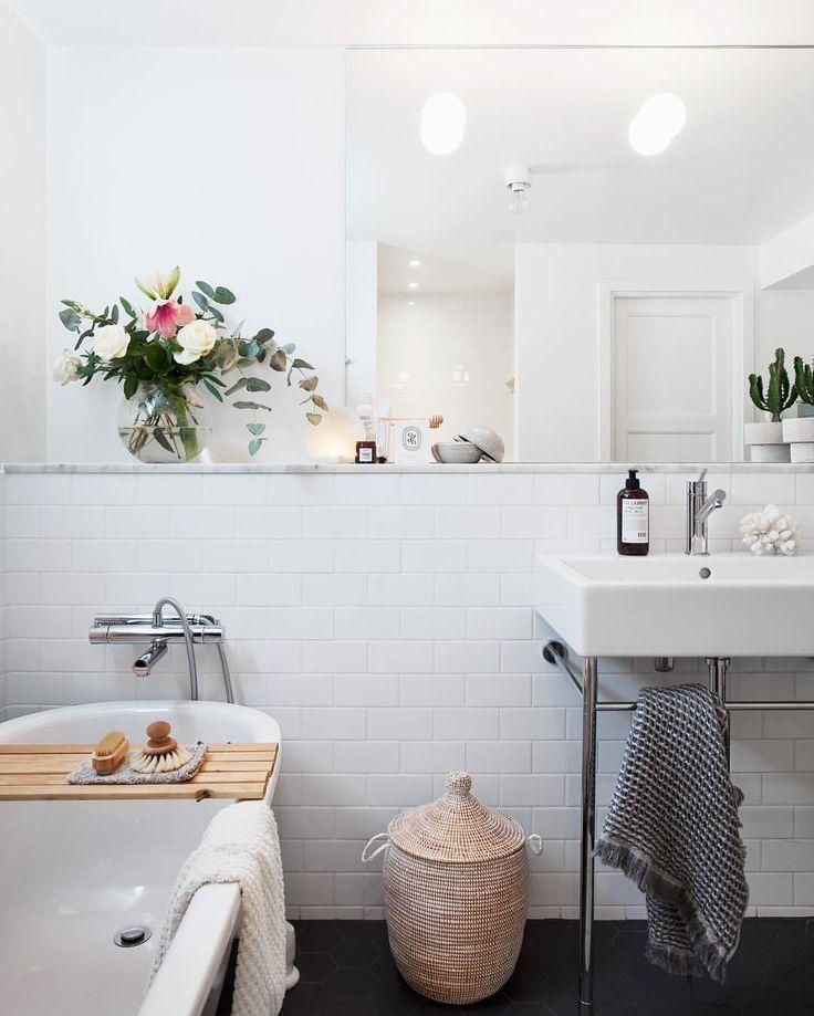 """1,265 gilla-markeringar, 46 kommentarer - bloggaibagis /// Janniche (@bloggaibagis) på Instagram: """"God morgon söndag och barn som sover till halv nio #badrum #bathroom #moodings"""""""