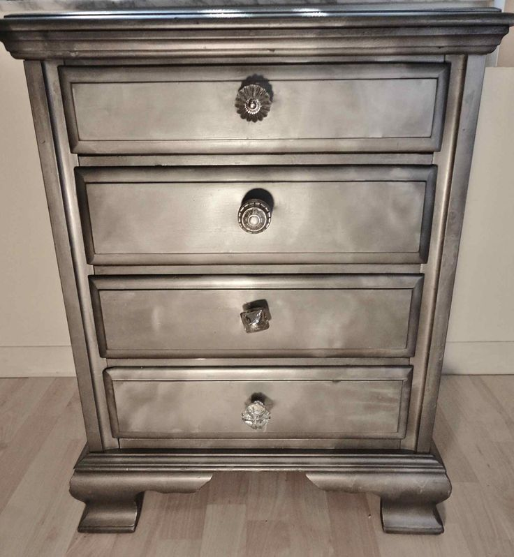 Looking For Furniture: Ridiculously Awesome Shabby Chic Furniture Makeover Using
