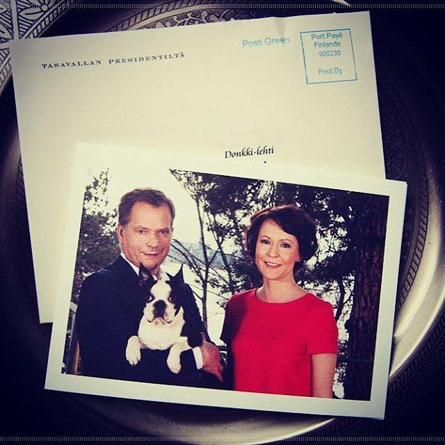 Suomen tasavallan presidentti Sauli Niinistö ja rouva Jenni Haukio kiittivät Donkki-lehdestä, jonka sivuilla heidän Lennu-koiransakin seikkaili.  #sauliniinistö #sale #sauliniinisto #jennihaukio #bostoninterrieri #bostoninterrierit #bostonterrier #bostonterriersofinstagram #lennu-koira #suomi #president #presidente #donkki #donkkiaasi #kansanlahetys #SEKL