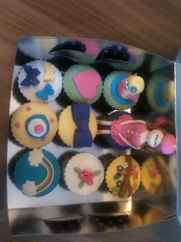 Cupcake yapmayı öğrendim. #myfirstcupcakes #fondantcupcakes