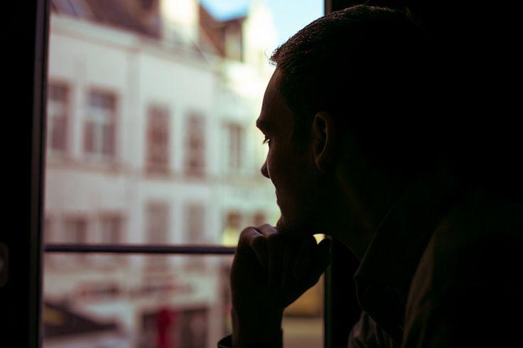 [フリー画像素材] 人物, 男性, 外国人男性, 頬杖, 考える / 悩む ID:201404180600