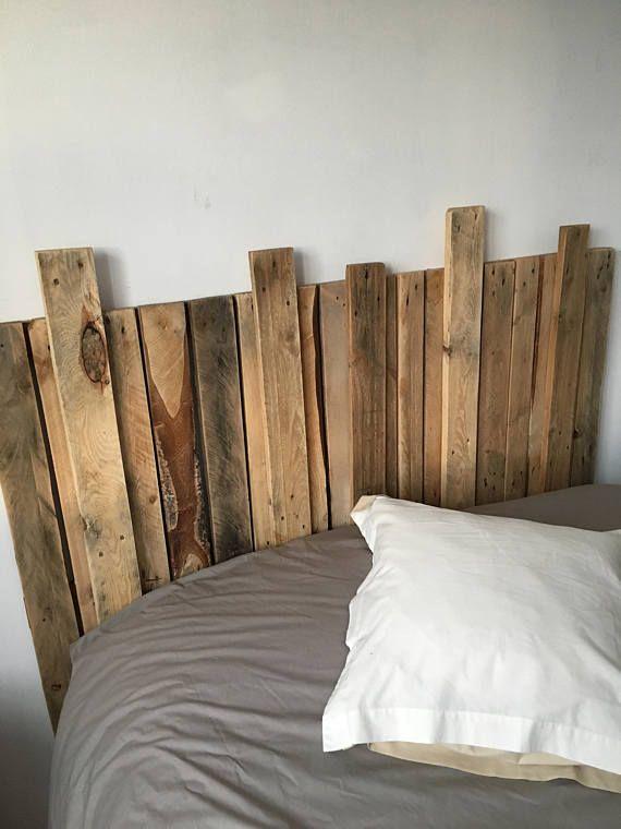 Floating Wood Platform Bed Frame With Lighted Headboard Quilmes Avec Images Lit Palette Bois Tete De Lit Bois Lit En Palette