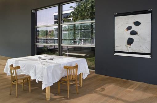 Yael Davids, Table (2007). © Gert Jan van Rooij, Museum De Paviljoens