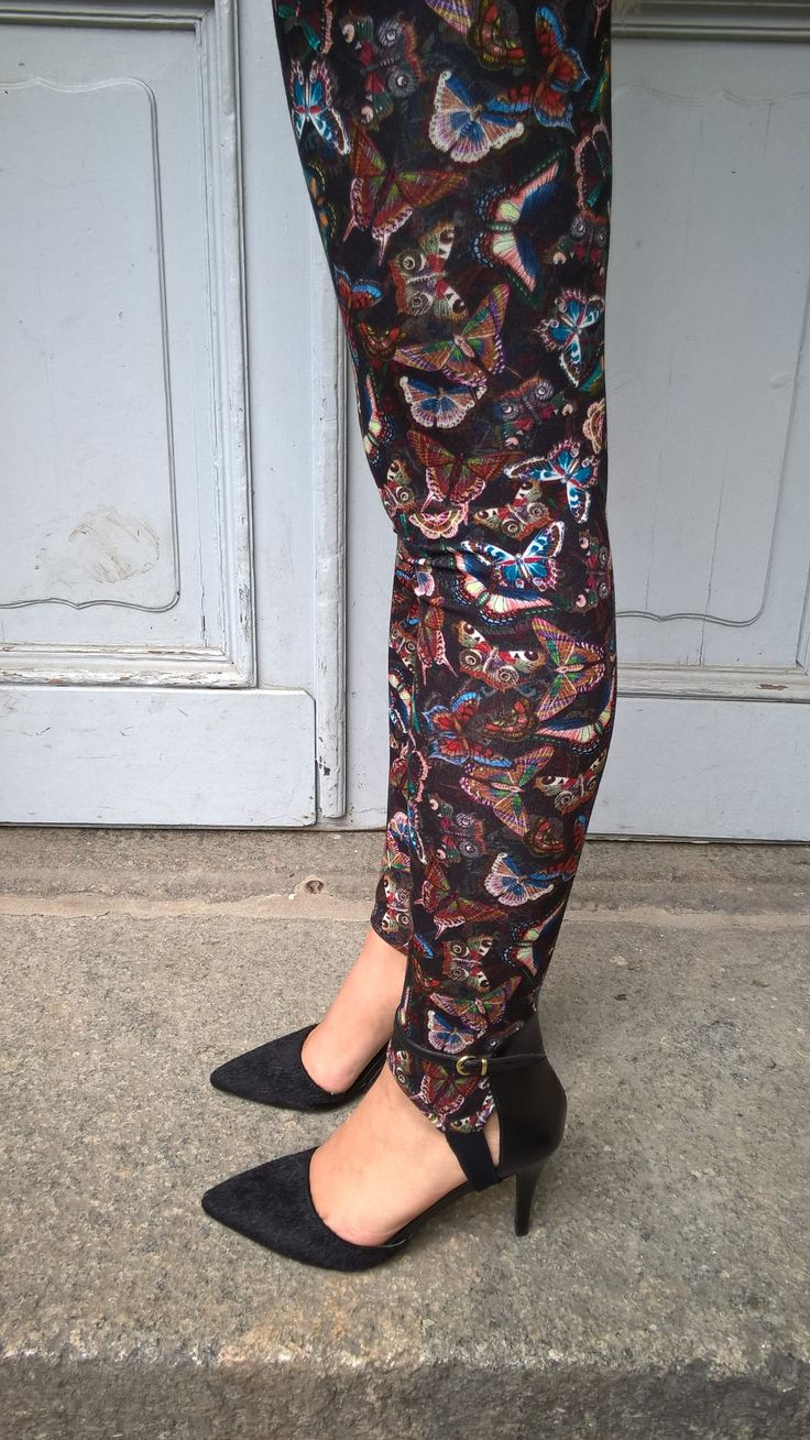 Leggings butterfly print. Available online: http://www.sofinah.fi/product/574/leggings-butterfly-print