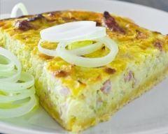 Quiche aux poireaux et au jambon facile : http://www.cuisineaz.com/recettes/quiche-aux-poireaux-et-au-jambon-facile-11665.aspx