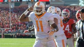 Insane Hail Mary helps Tennessee land another comeback win (Watch) - Yahoo