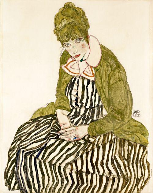 Edith Schiele en robe à rayures, assise, 1915