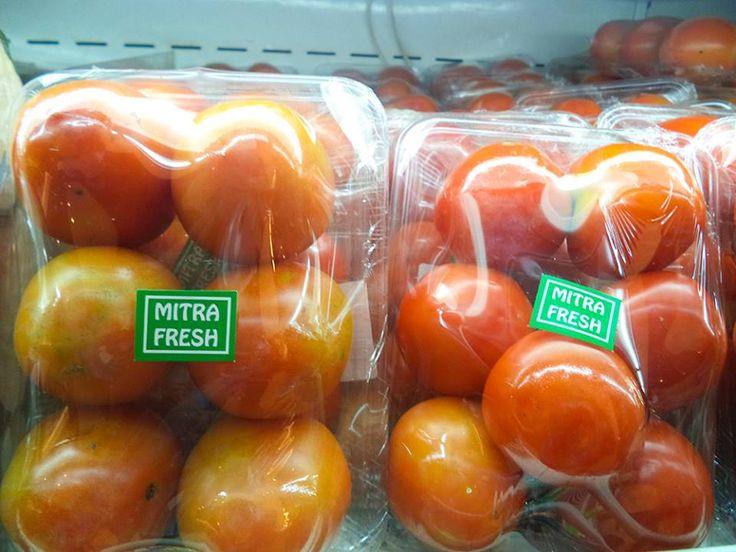 Tomat menjadi salah satu Star Choice Hero Supermarket yang wajib Fresh People konsumsi, mengapa?  Selain mampu memperlancar darah, Tomat juga mengandung banyak vitamin c dan air yang mampu berkarbonasi dalam tubuh  Siapa diantara Fresh People yang menyukai Tomat? bagaimana caramu mengonsumsi sayuran merah tersebut? #HeroStar