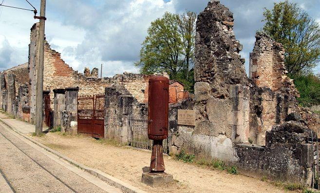 Le village de Oradour-sur-Glane dans le Limousin (France). Après le massacre de sa population en 1944, le village a été reconstruit plus loin.