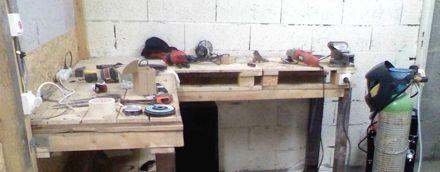 Un établit de garage en palettes