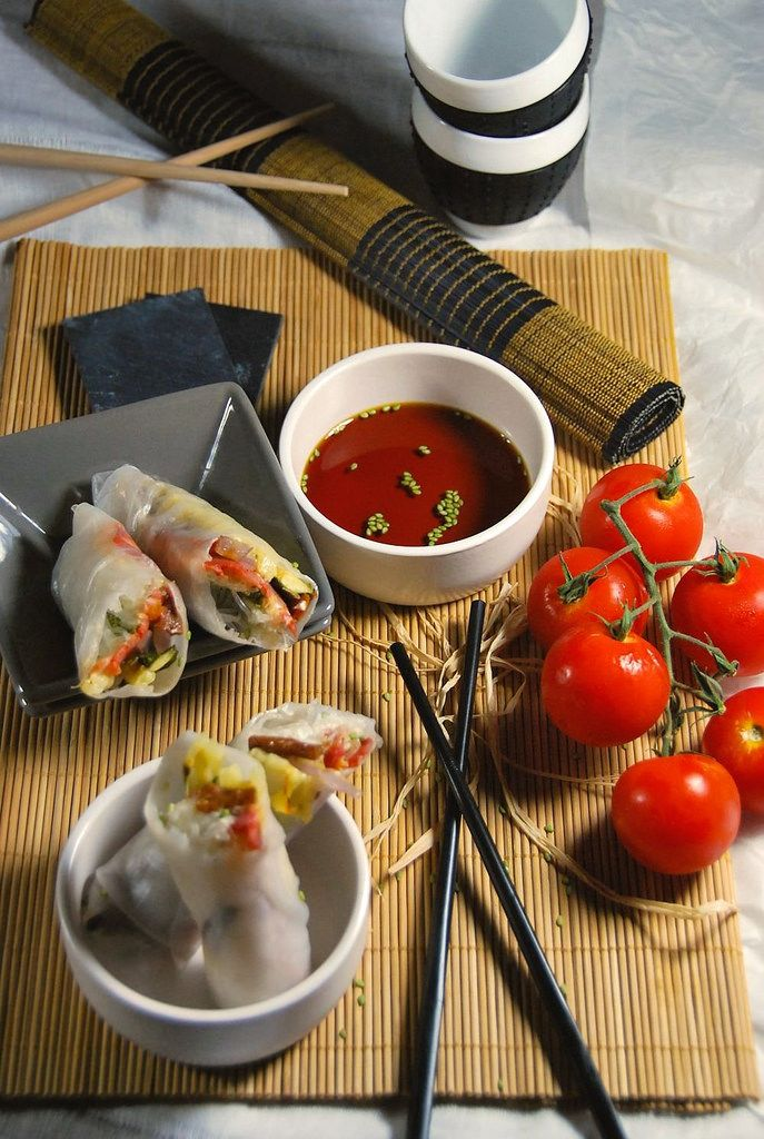 Spring rolls with dry tomato, zucchini and chorizo