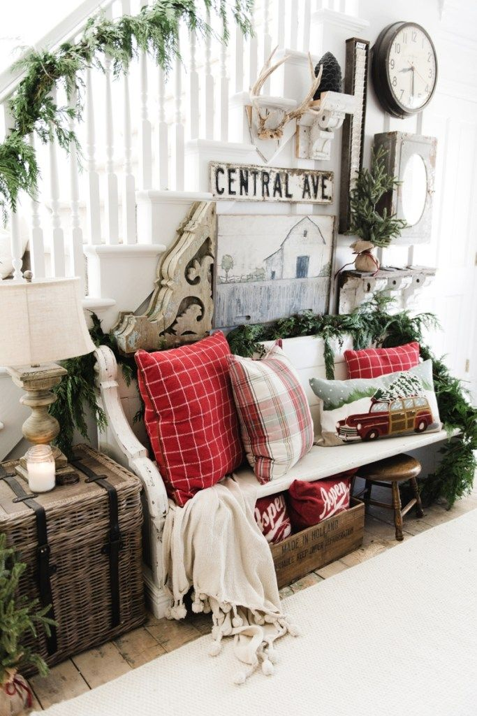 DIY Rustic Farmhouse Christmas Entryway