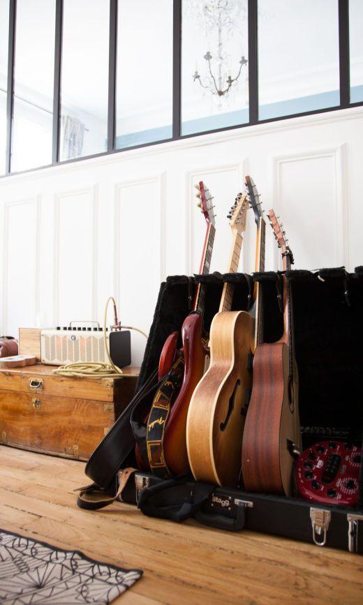Guitares Salon Déco Appartement Paris Thierry Marie Sophie Arnaudin