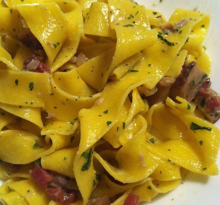 Dal #Veneto un piatto a dir poco perfetto ed ormai senza patria, tanto è buono! #Pappardelle con #funghiporcini e #speck
