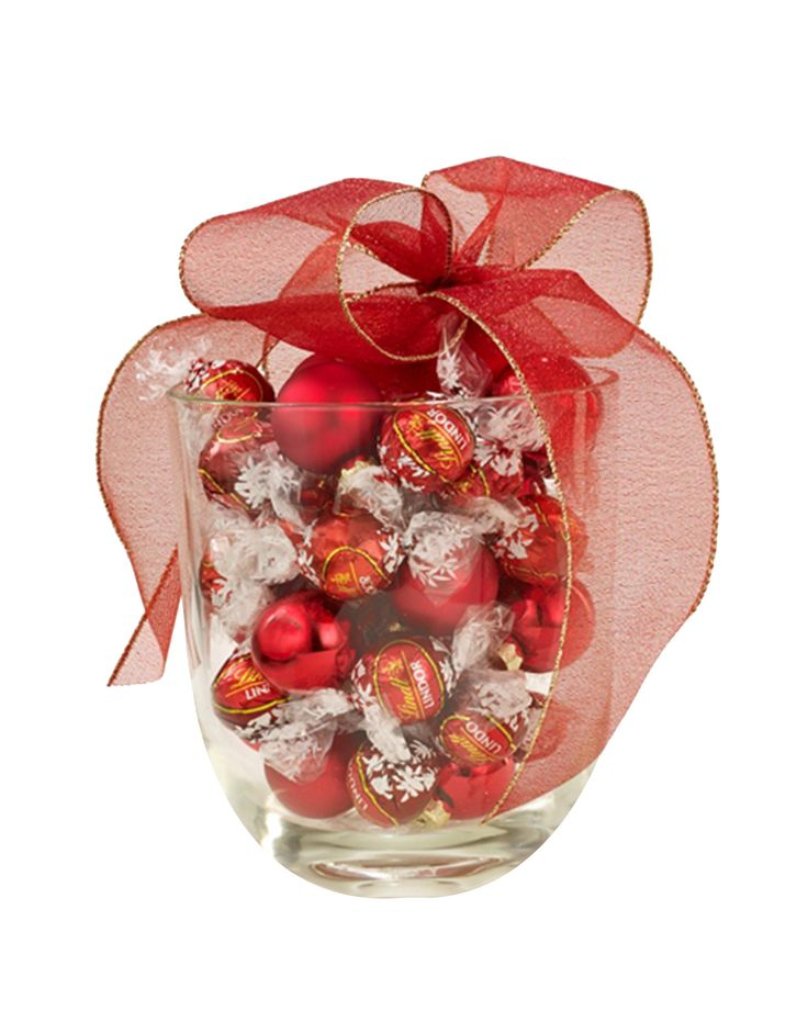 'Jubilee' gift vase with truffles and ornaments.