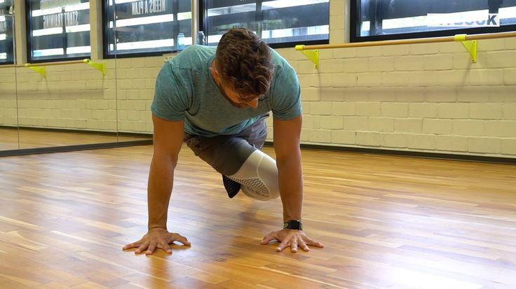 Planks kräftigen den ganzen Rumpf und besonders die Bauchmuskulatur. Ziel ist es, möglichst lange im Unterarmstütz zu verharren. Personal Trainer Erik Jäger zeigt auf FITBOOK, wie man Planks variieren kann.