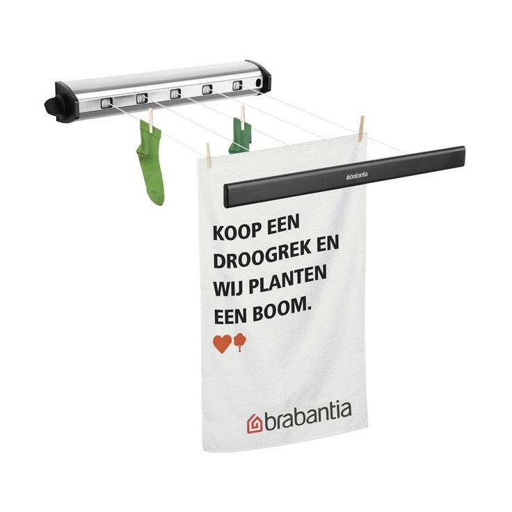 Deze Brabantia roldrooglijn is ideaal om te gebruiken in kleinere ruimtes. Wanneer er geen was hangt te drogen, rol je hem gemakkelijk in. De drooglijn is eenvoudig te bevestigen en neemt dankzij zijn ontwerp geen onnodige ruimte in!