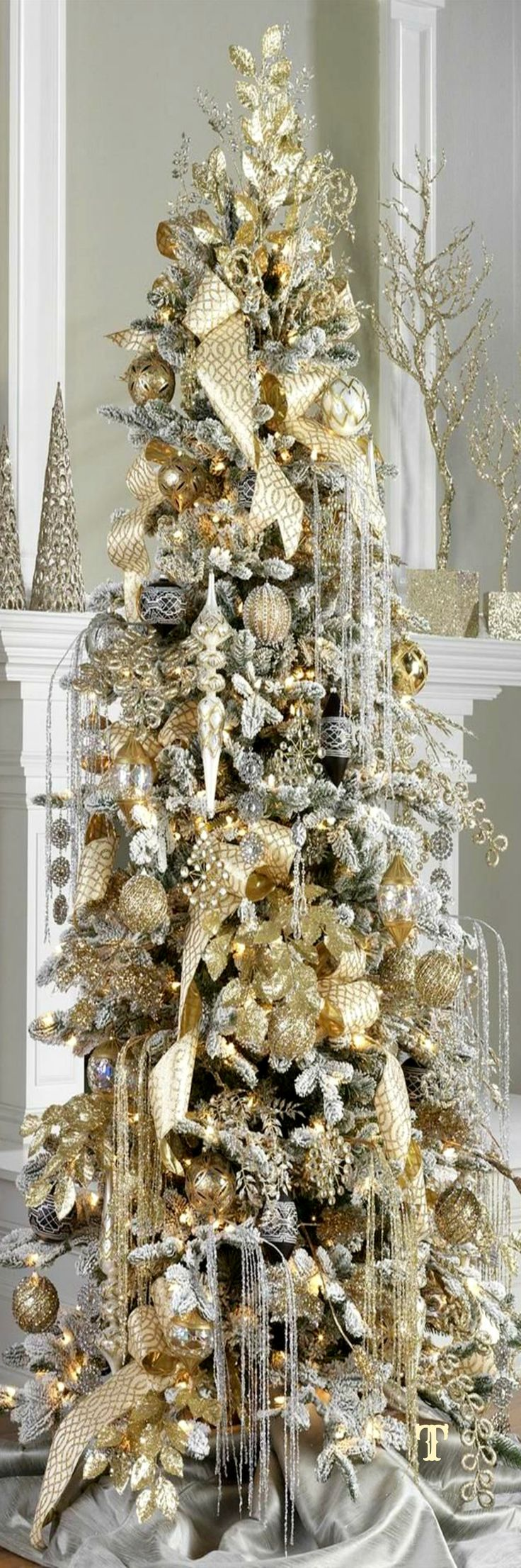 25 best ideas about gold christmas tree on pinterest for White and gold tree decorations